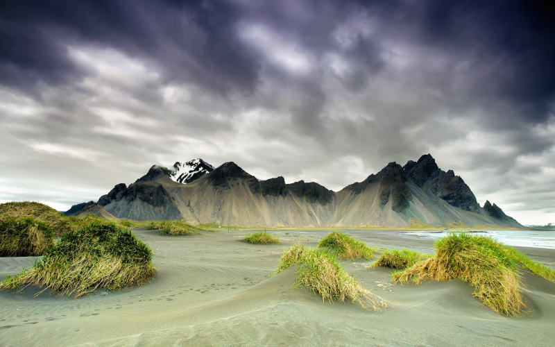 Iceland-nature-scenery-mountains-clouds-in-spring-season